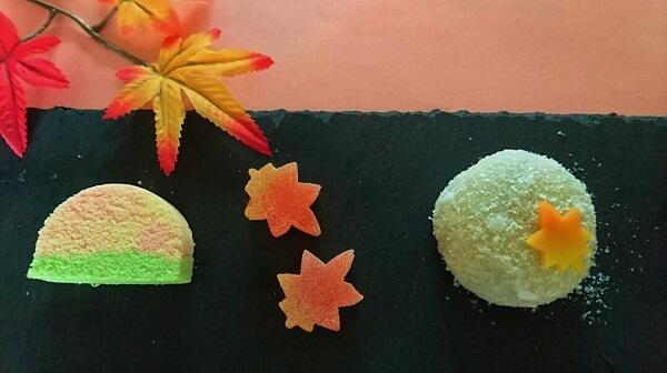 お茶菓子のご注文。紅葉が色付き始めたので…
