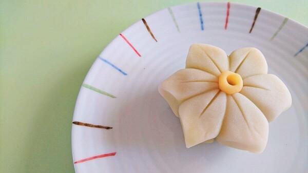 お茶菓子のご注文で水仙を作りました!